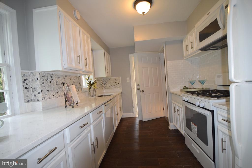 Kitchen - 5818 CARLYLE ST, CHEVERLY