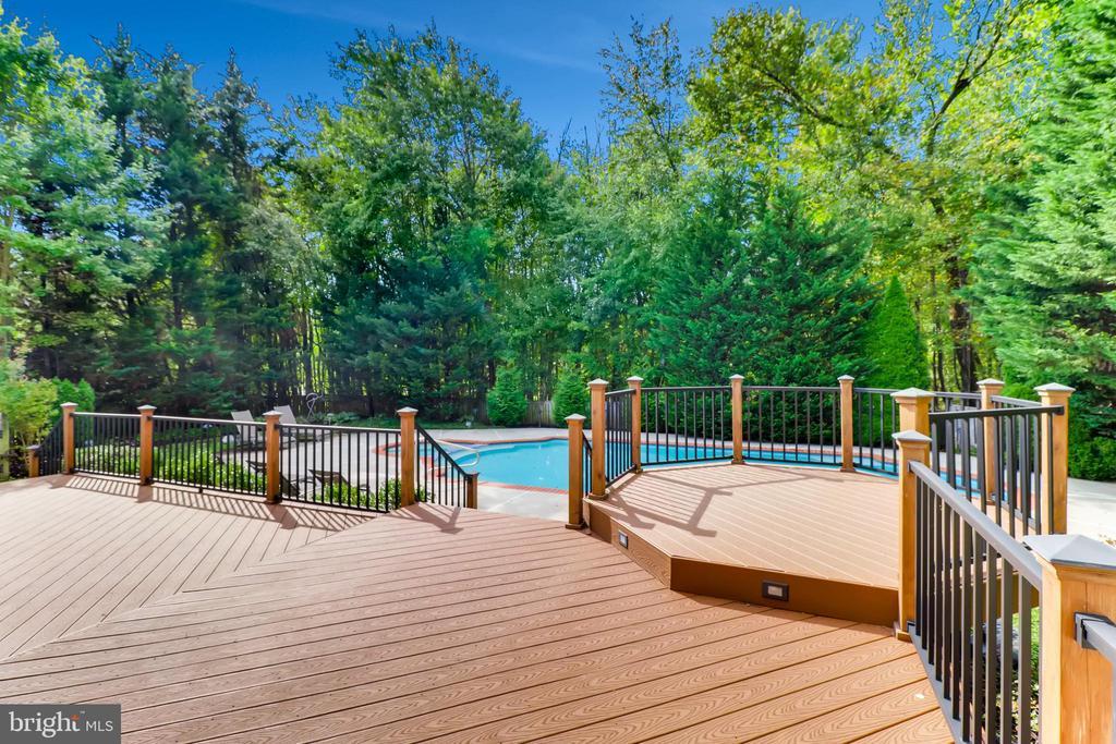Enjoy Outdoor Relaxation - 7904 STARBURST DR, BALTIMORE