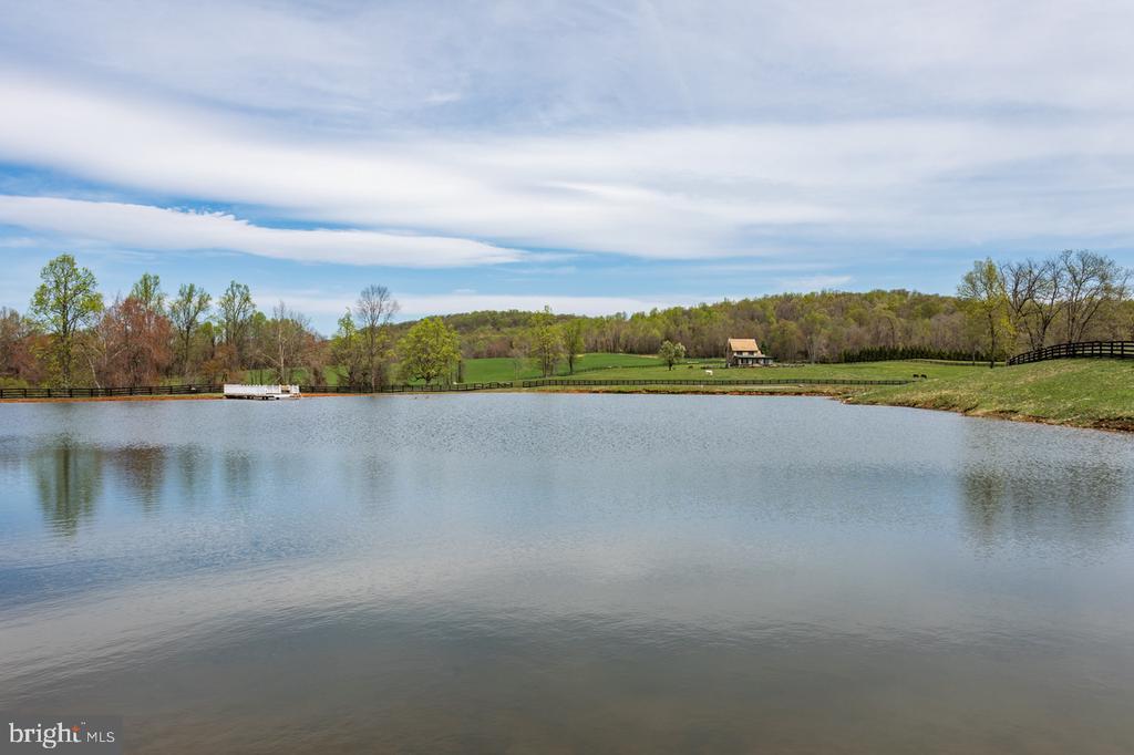 Glistening Waters - 4 WINDSOR LODGE LN, FLINT HILL