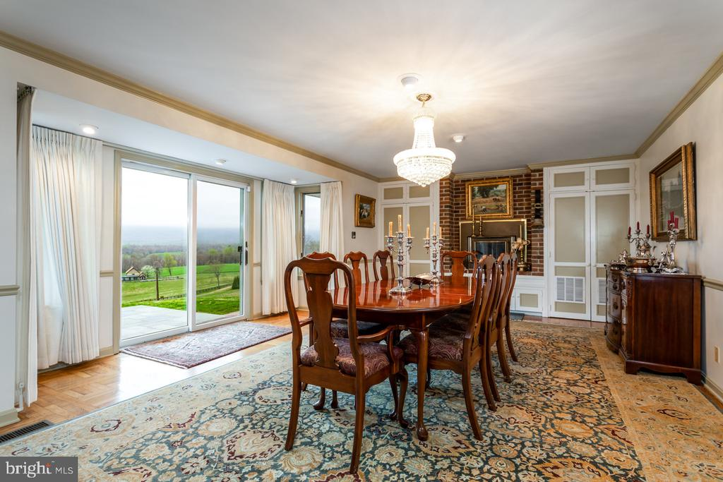 Dining Room Opens to the Outdoors - 4 WINDSOR LODGE LN, FLINT HILL