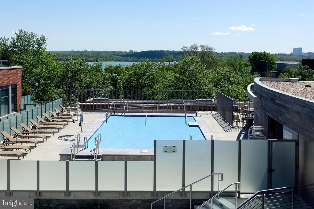 A wonderful community pool - 601 N FAIRFAX ST #316, ALEXANDRIA
