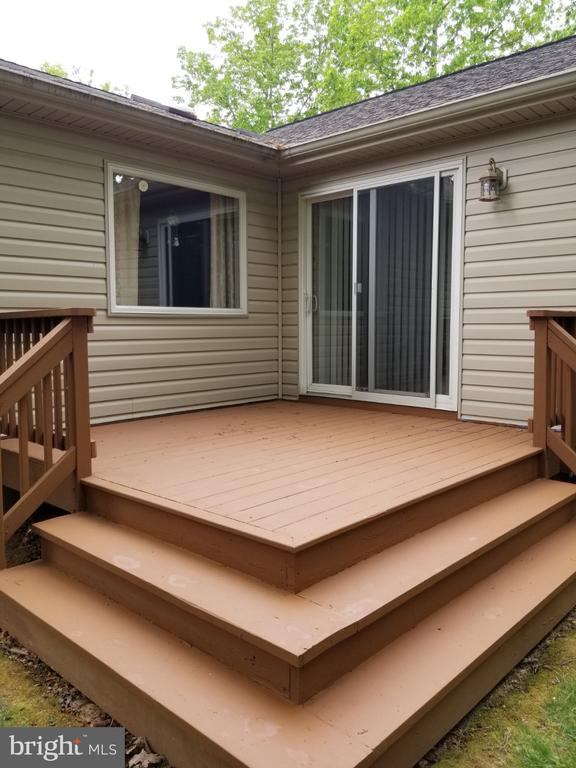 Freshly stained back deck - 138 EAGLE CT, LOCUST GROVE