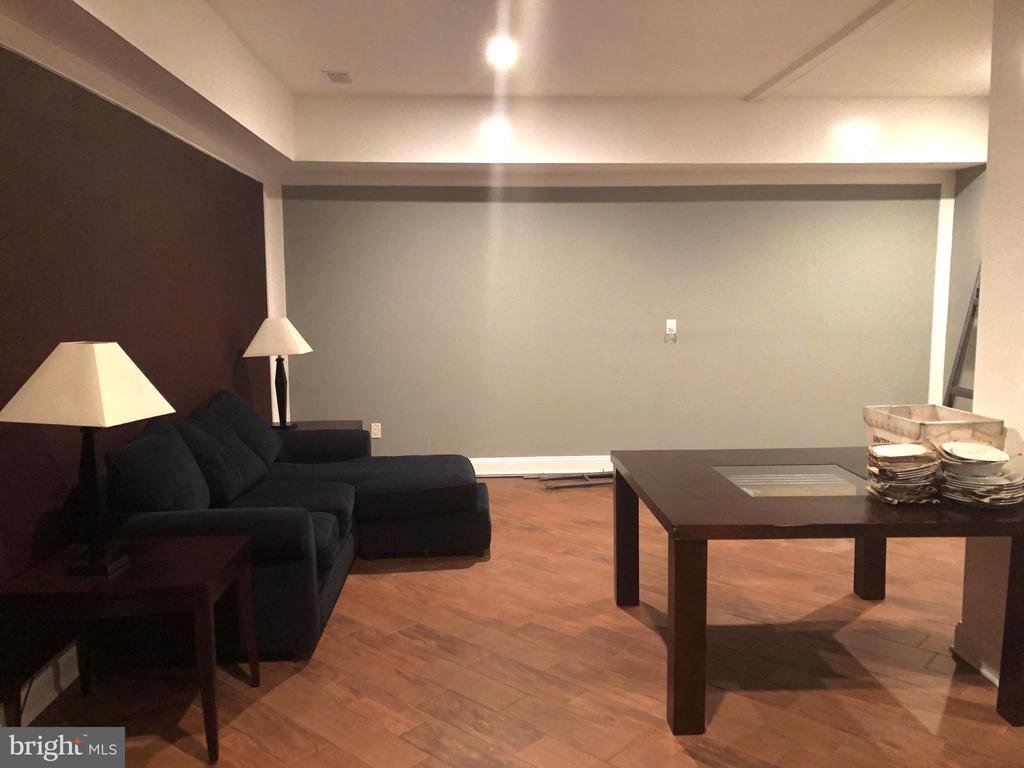 Ceramic Tile Floors & Designer Colors - 2621 STENHOUSE PL, DUNN LORING