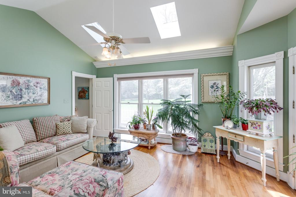Sunroom Drenched in Natural Light. - 10114 LAWYERS RD, VIENNA