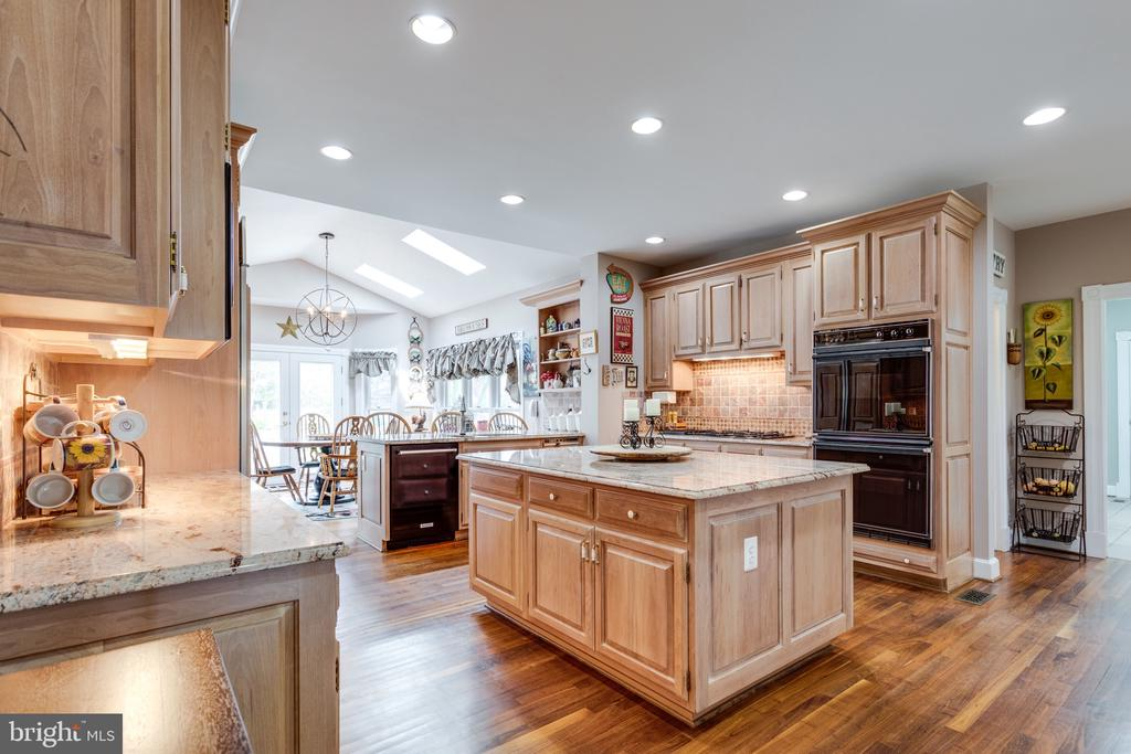 Beautiful Gourmet Kitchen. - 10114 LAWYERS RD, VIENNA