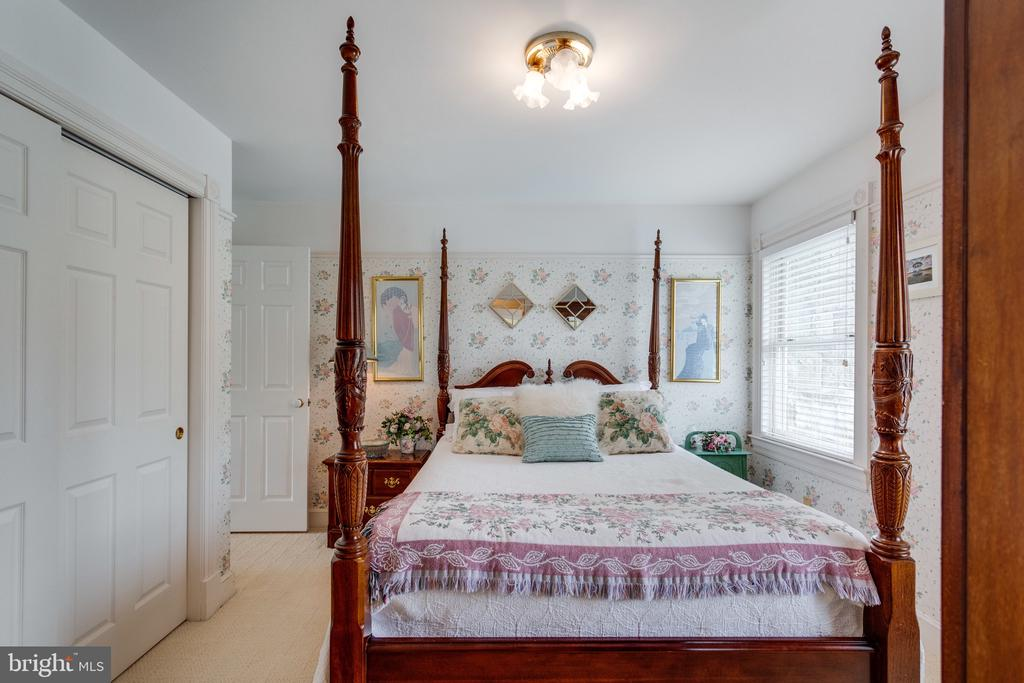 One of 5 Bedrooms in Main House. - 10114 LAWYERS RD, VIENNA