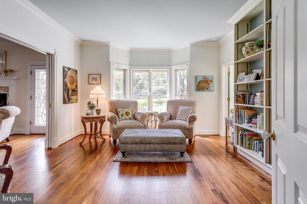 Main Level Libray with Floor-to-Ceiling Bookcases. - 10114 LAWYERS RD, VIENNA