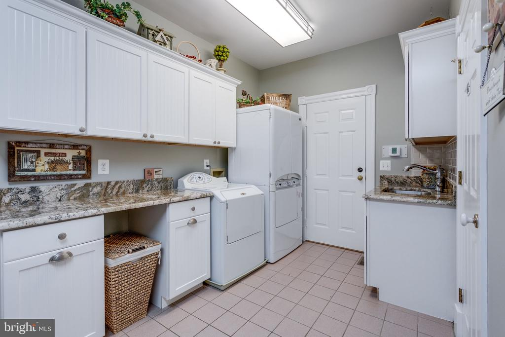 Laundry/Mudroom Adjacent to Kitchen. - 10114 LAWYERS RD, VIENNA