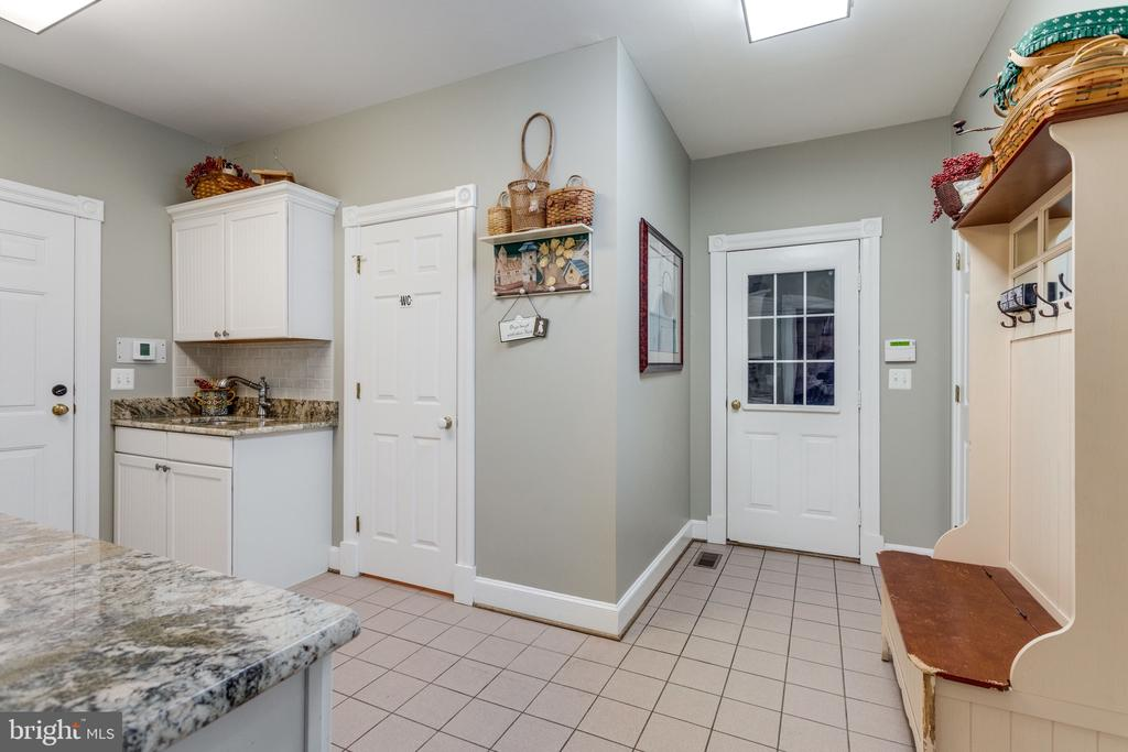 Spacious Mudroom Adjacent to Garage with Full Bath - 10114 LAWYERS RD, VIENNA