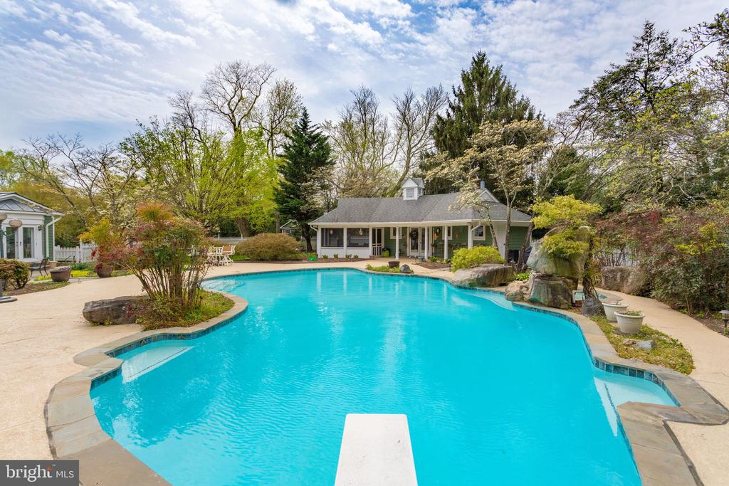 In-ground Heated Pool with Spa. - 10114 LAWYERS RD, VIENNA