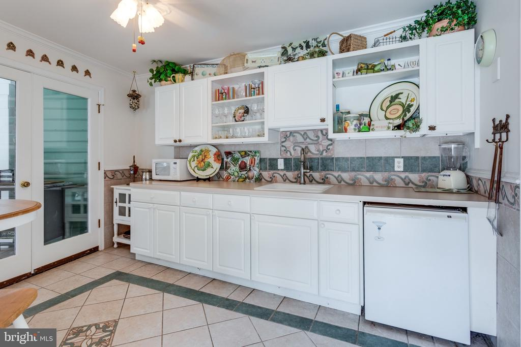 Kitchenette in Poolhouse. - 10114 LAWYERS RD, VIENNA