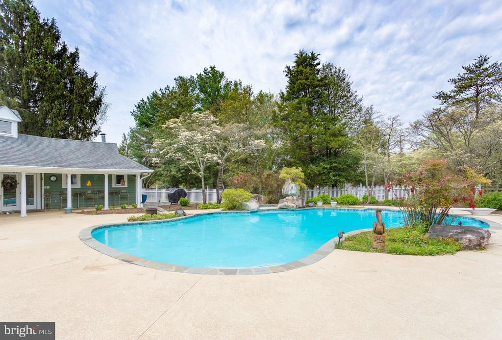 Spacious Pool Deck. - 10114 LAWYERS RD, VIENNA