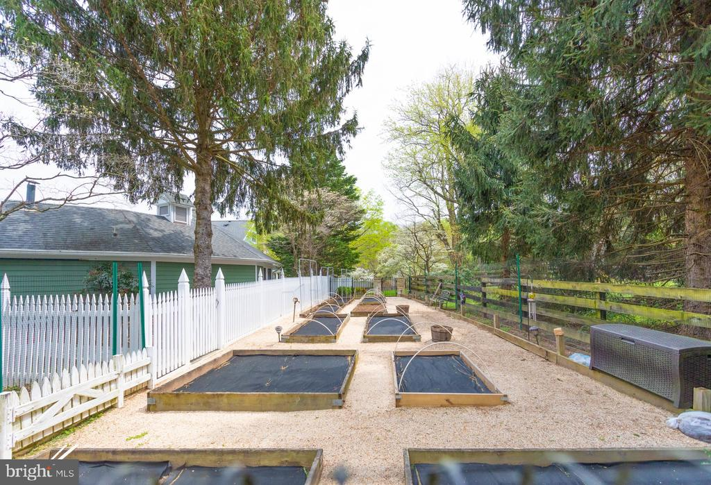 Fenced Vegetable Garden Awaiting Planting. - 10114 LAWYERS RD, VIENNA