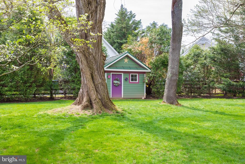 Charming Garden Shed! - 10114 LAWYERS RD, VIENNA