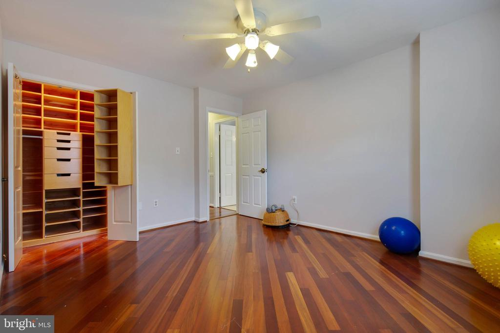 4th bedroom has an incredible closet-cedar lined - 7704 LAKELOFT CT, FAIRFAX STATION