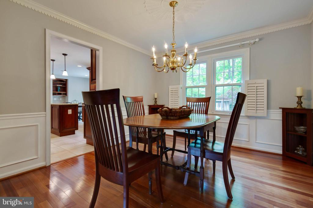 Dining room is charming with plantation shutters - 7704 LAKELOFT CT, FAIRFAX STATION