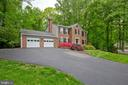 2 car garage with additional driveway space - 7704 LAKELOFT CT, FAIRFAX STATION