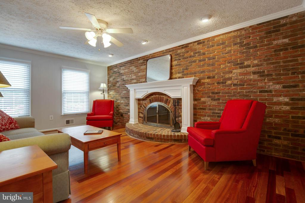 Ceiling fan, lighting and natural light-wonderful - 7704 LAKELOFT CT, FAIRFAX STATION