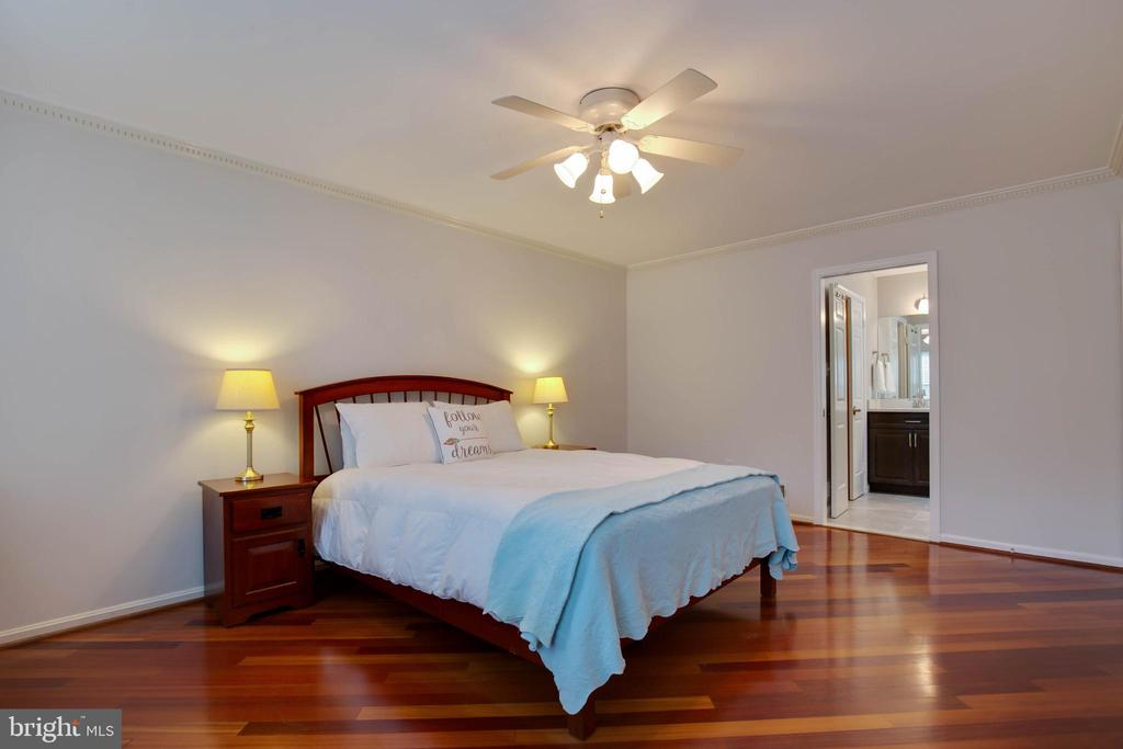 There is room for a king size bed and end tables - 7704 LAKELOFT CT, FAIRFAX STATION