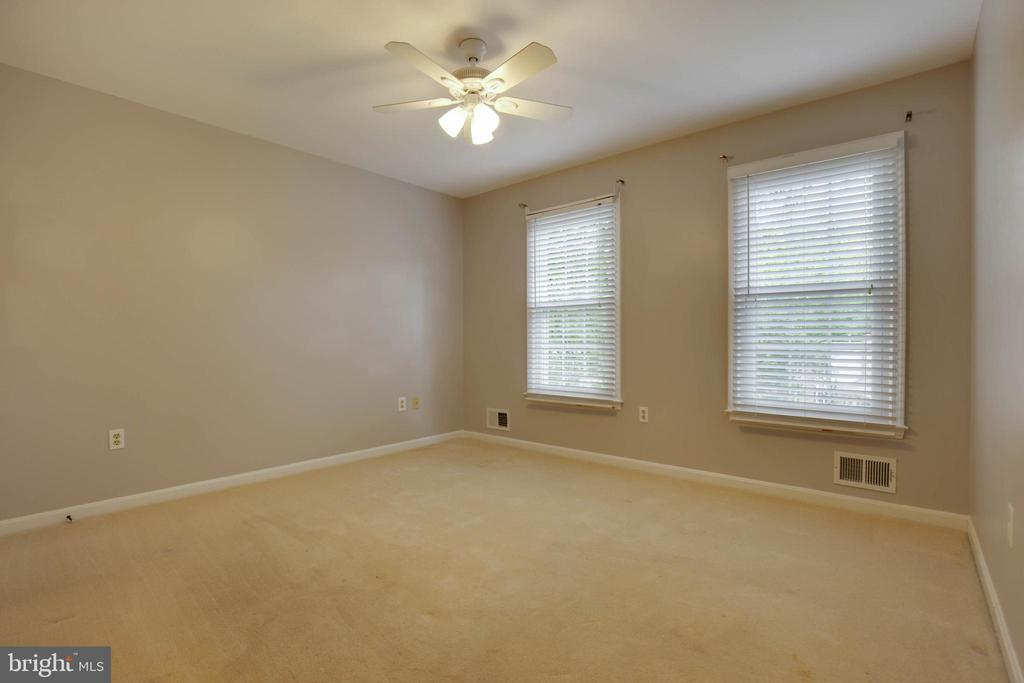 3rd bedroom is great with all the natural light - 7704 LAKELOFT CT, FAIRFAX STATION