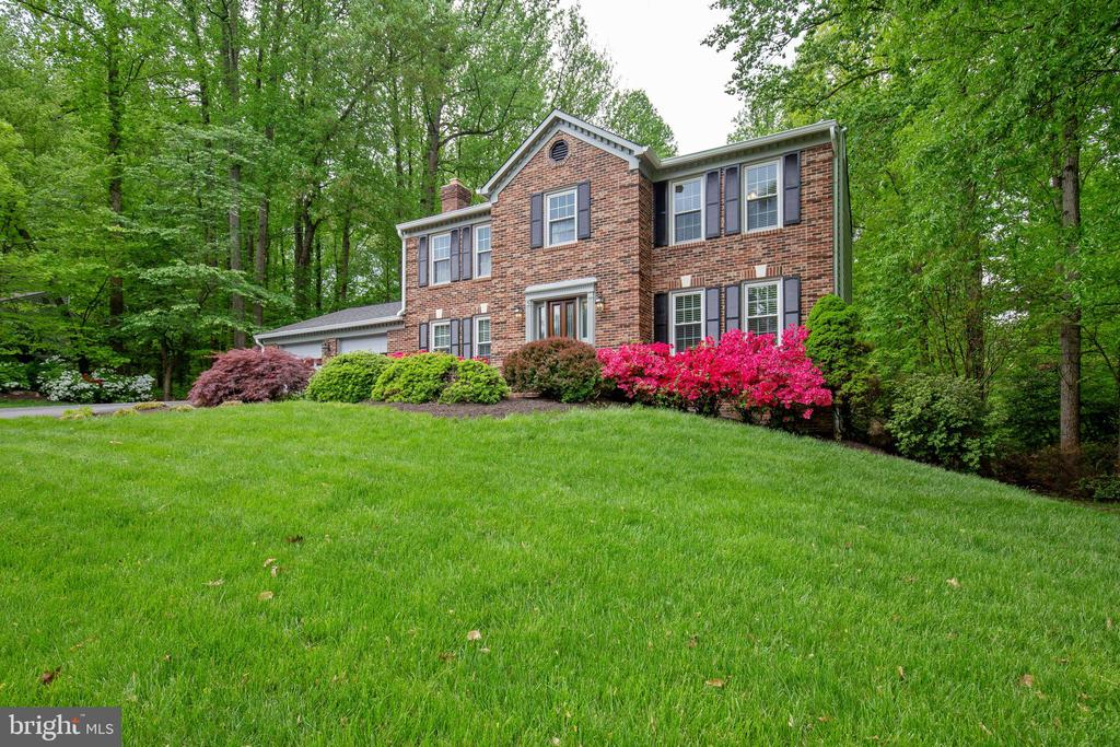 Mature trees and an abundance lovely acreage - 7704 LAKELOFT CT, FAIRFAX STATION