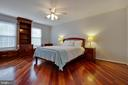 Master bedroom has hardwood floor and ceiling fan - 7704 LAKELOFT CT, FAIRFAX STATION