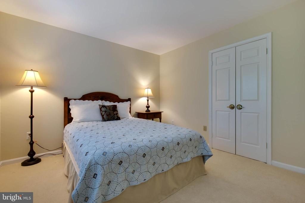 2nd bedroom is just the right size - 7704 LAKELOFT CT, FAIRFAX STATION