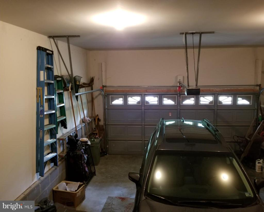 nice storage in the garage - 138 EAGLE CT, LOCUST GROVE