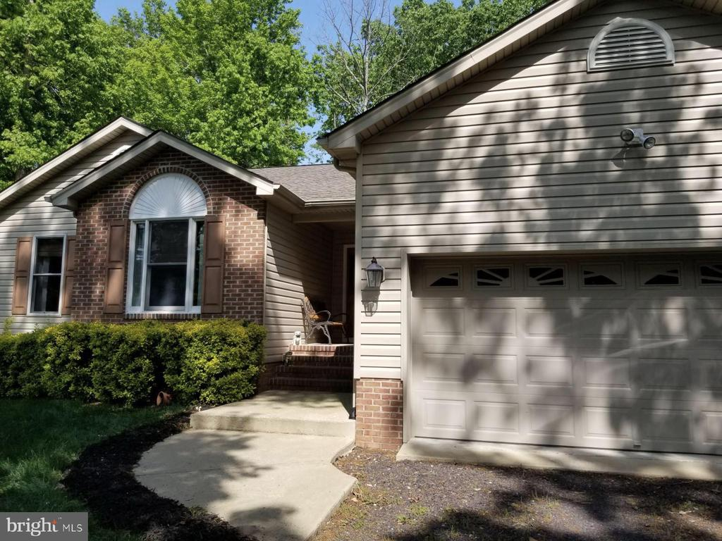 lovely 3 bed 2 bath home! - 138 EAGLE CT, LOCUST GROVE