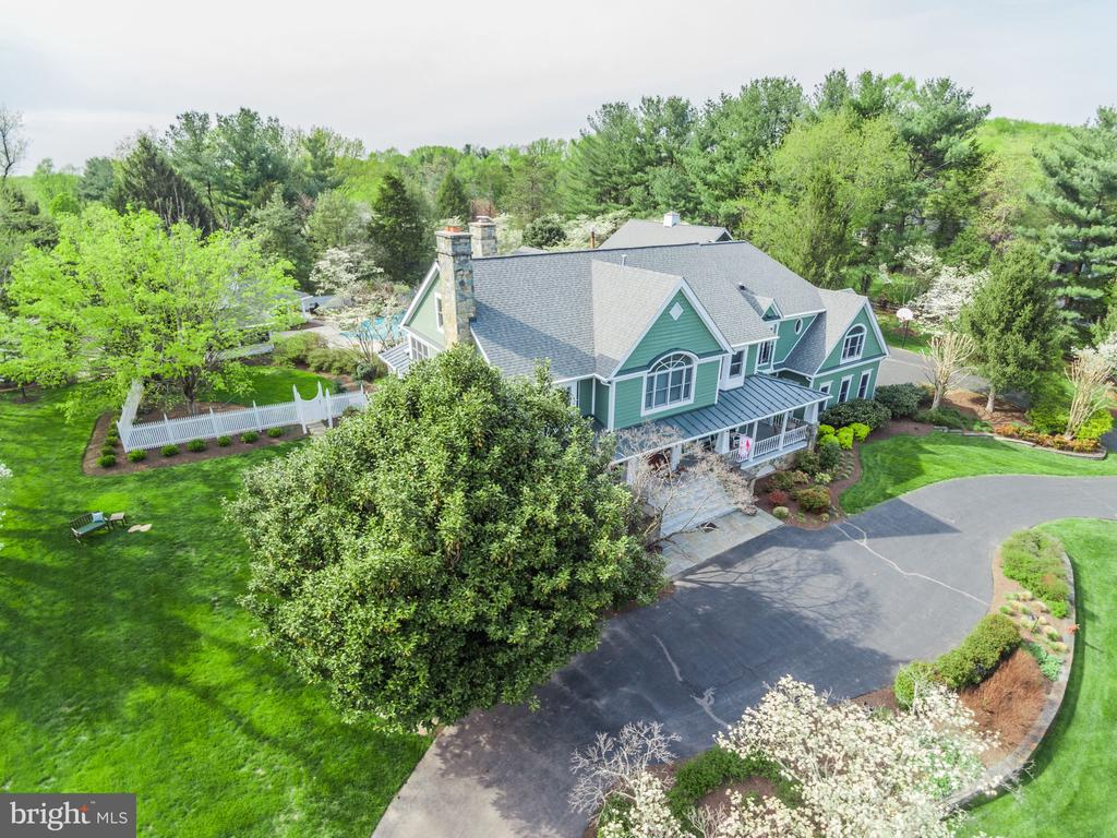 Resort-style Living on Over 3 Acres in Vienna. - 10114 LAWYERS RD, VIENNA