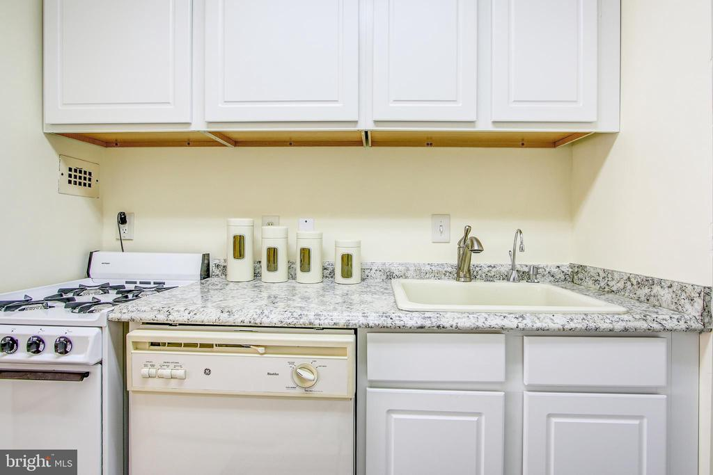 Kitchen - 4242 EAST WEST HWY #1120, CHEVY CHASE