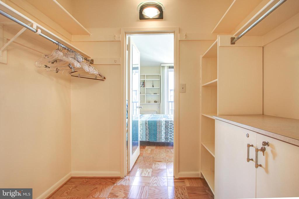 Expansive walk in closet - 4242 EAST WEST HWY #1120, CHEVY CHASE