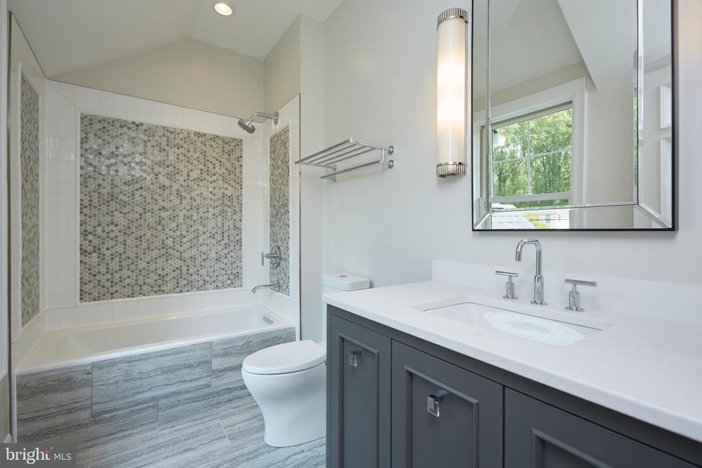 Princess Suite Bathroom (Bath 4) - 717 MILLER AVE, GREAT FALLS