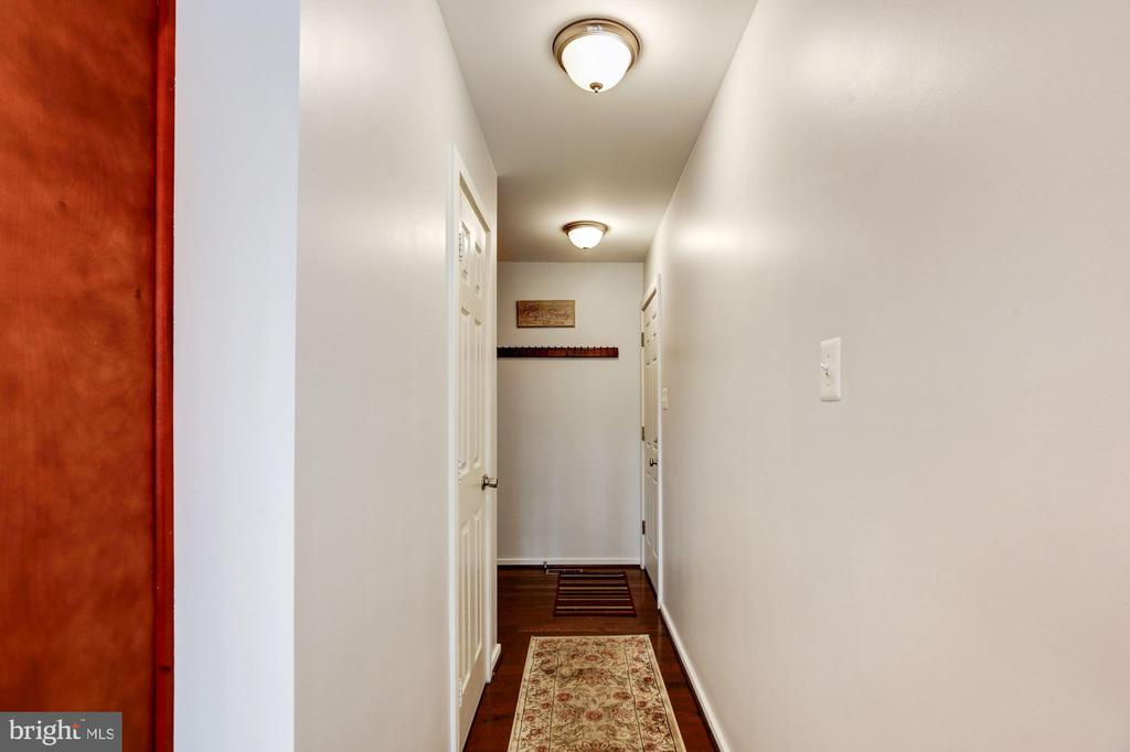 Hallway entrance from the two car garage. - 1634 MONTMORENCY DR, VIENNA