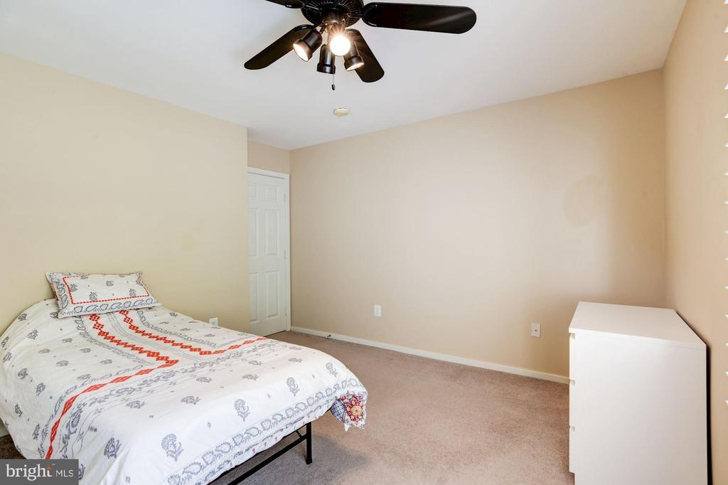 Third bedroom is spacious and quiet. - 1634 MONTMORENCY DR, VIENNA