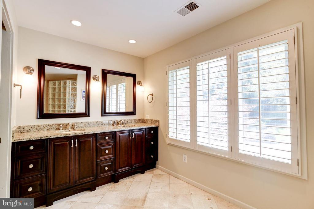 Spa like master bathroom. - 1634 MONTMORENCY DR, VIENNA