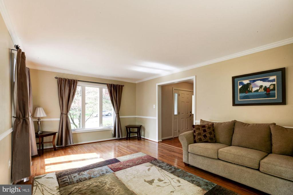 Living room with gleaming hardwood floors. - 1634 MONTMORENCY DR, VIENNA