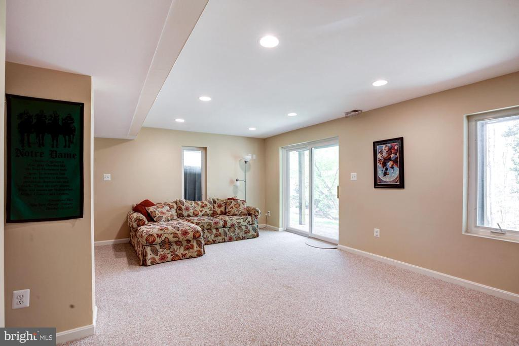Walk out basement has high ceilings. - 1634 MONTMORENCY DR, VIENNA