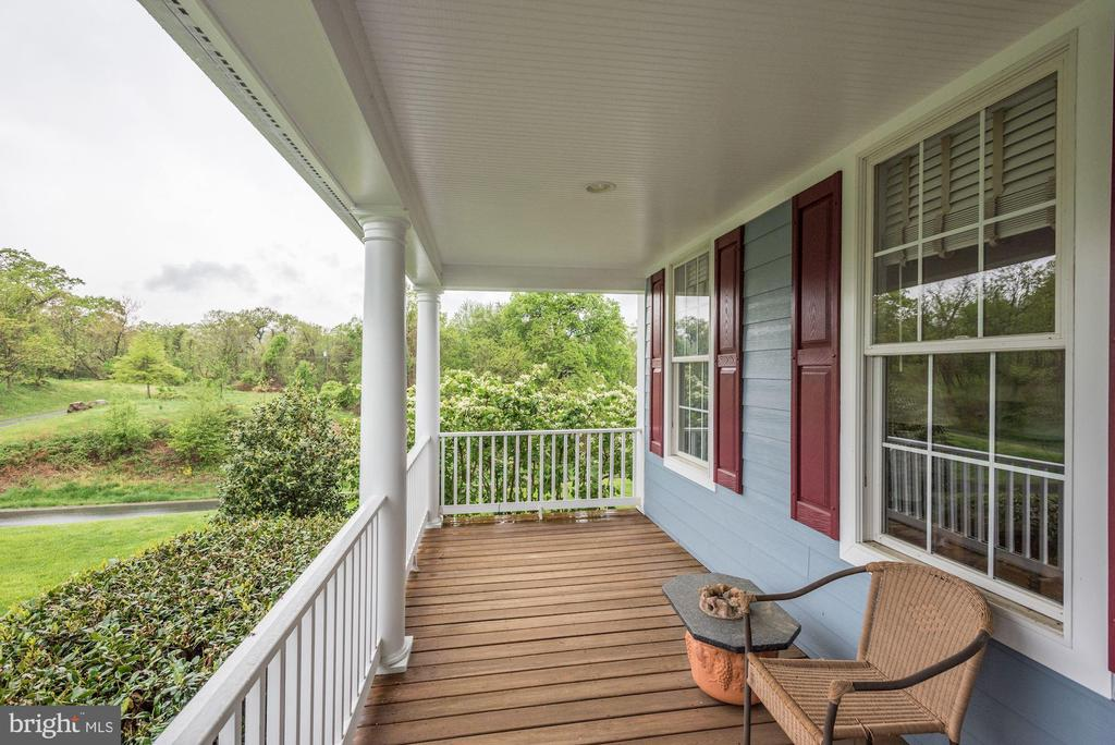 Full Front Porch - 35054 MCKNIGHT CT, ROUND HILL