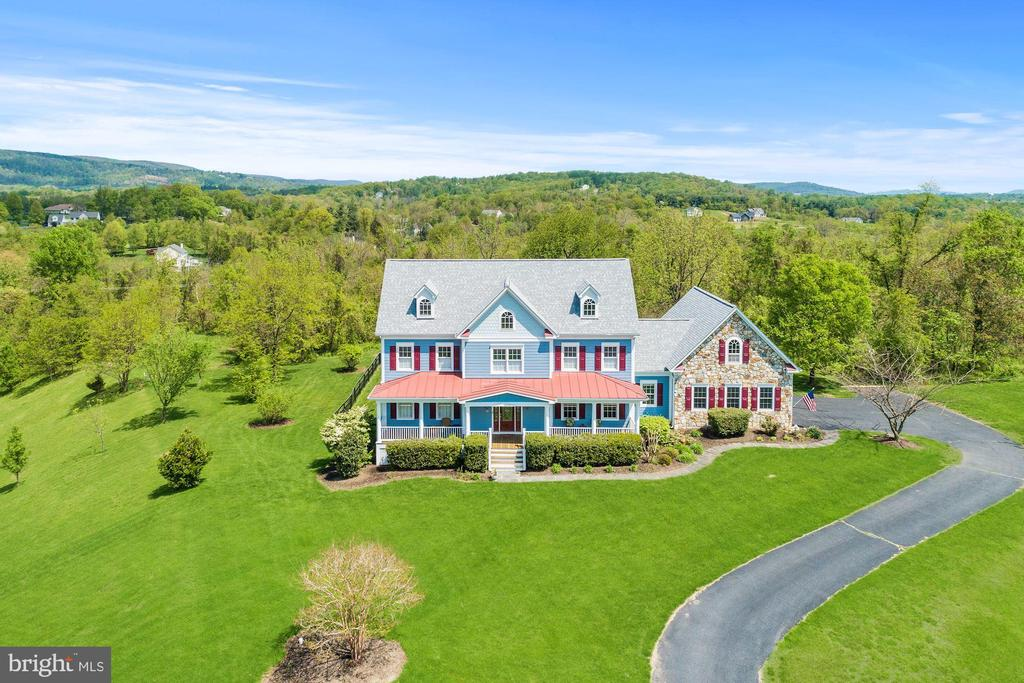 Incredible Home On 2.47 Acres - 35054 MCKNIGHT CT, ROUND HILL