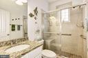 Main Level Full Bath - 35054 MCKNIGHT CT, ROUND HILL