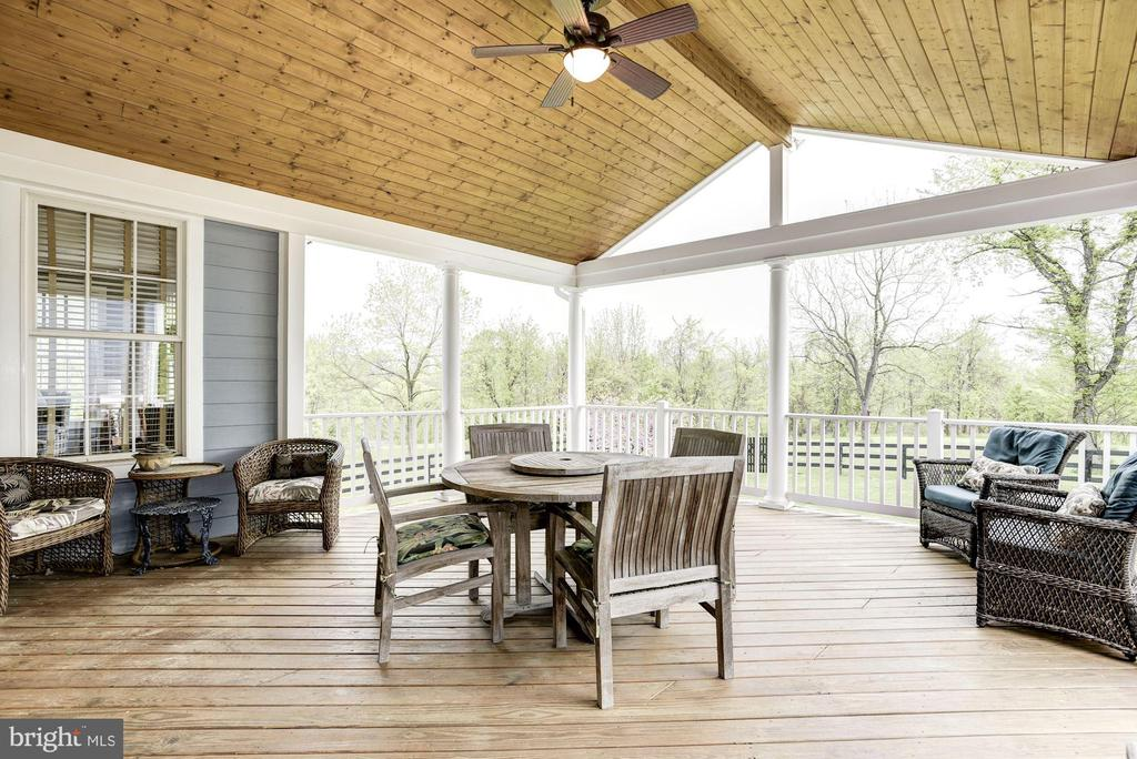 With Incredible Views - 35054 MCKNIGHT CT, ROUND HILL
