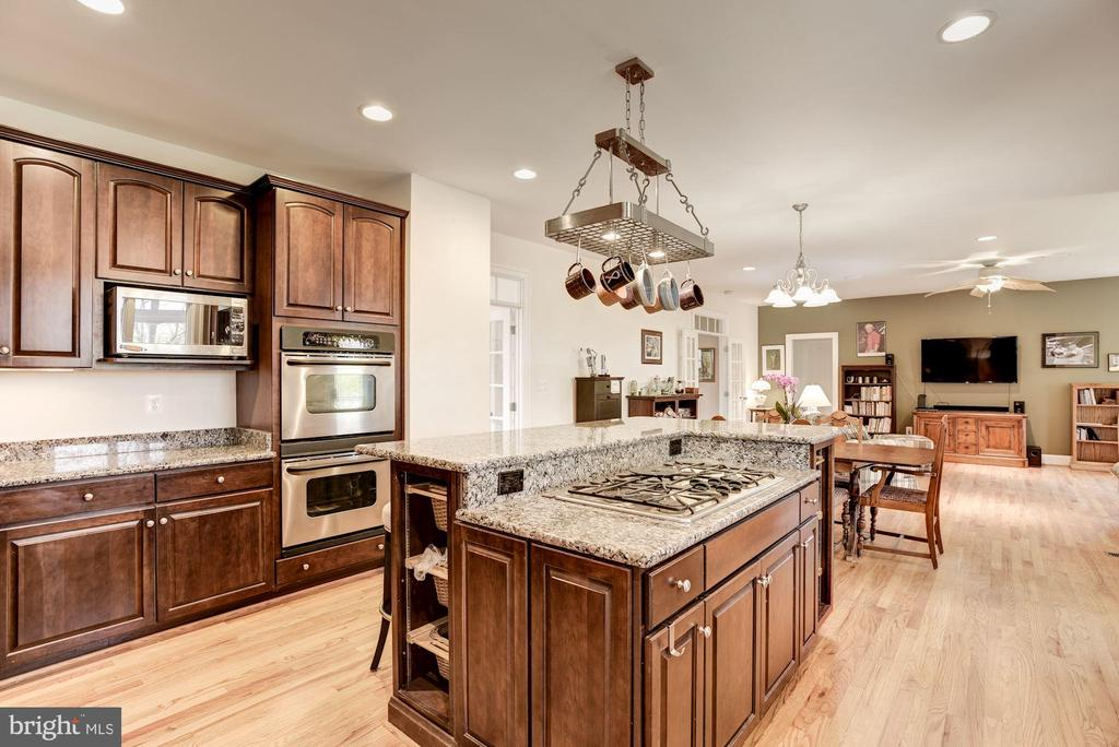 Gourmet Kitchen - 35054 MCKNIGHT CT, ROUND HILL