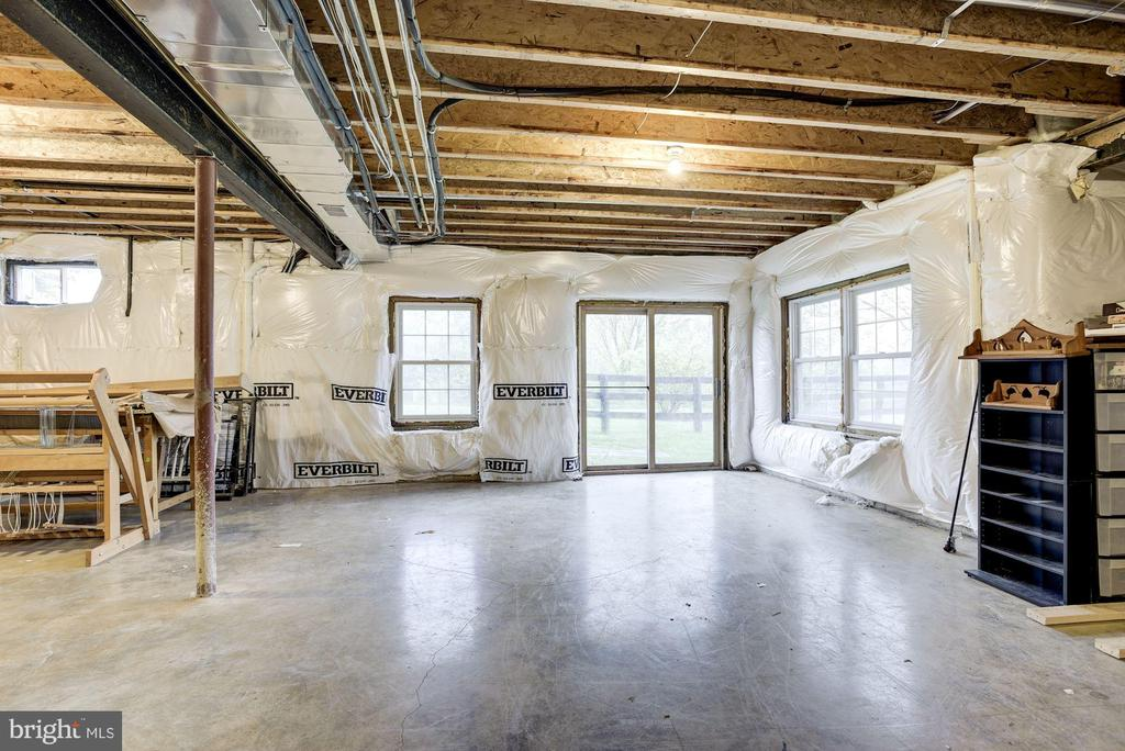 Unfinished Walk-Out Lower Level - 35054 MCKNIGHT CT, ROUND HILL