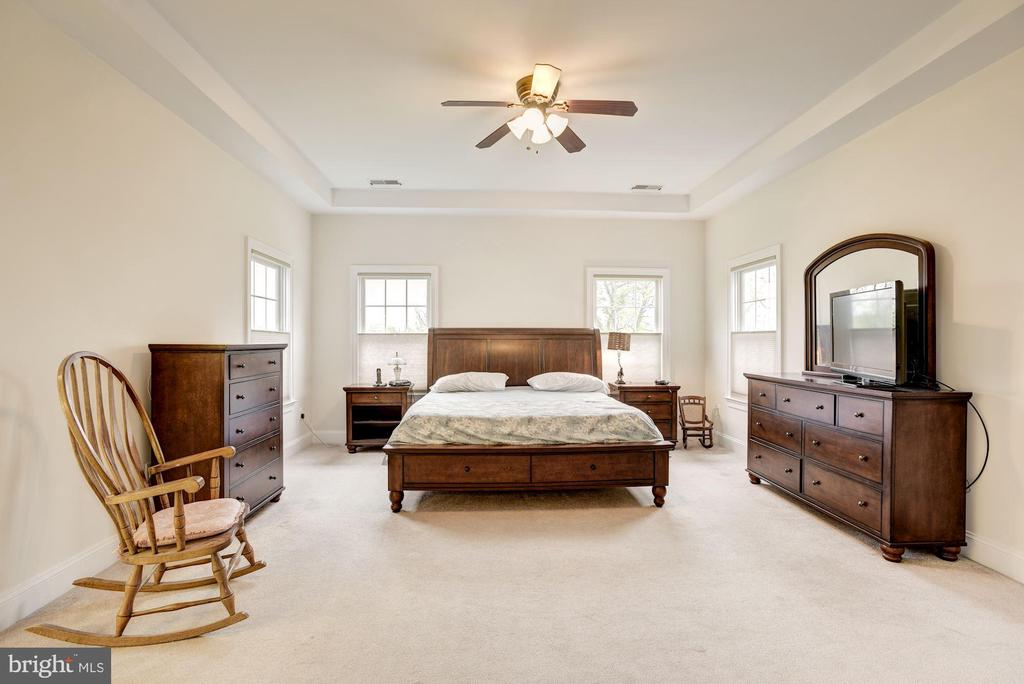 Private Owner's Suite - 35054 MCKNIGHT CT, ROUND HILL