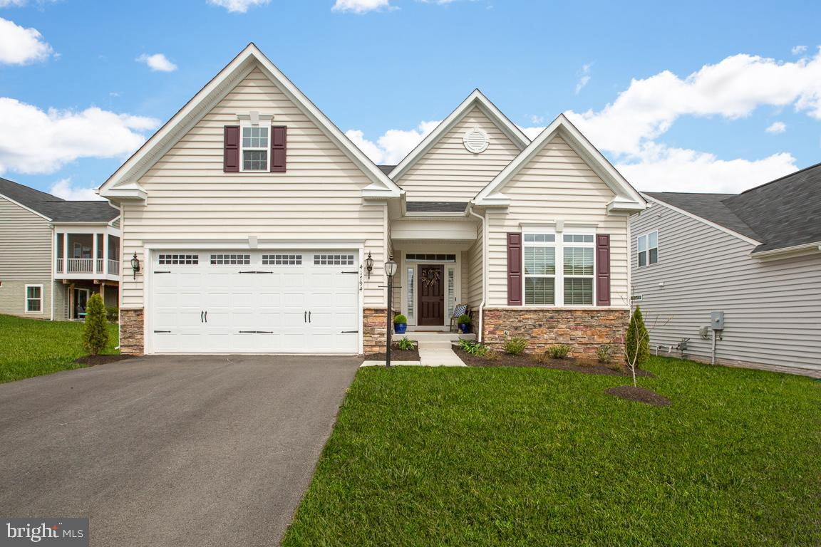 Single Family for Sale at 41794 Suffolk Downs Ct Aldie, Virginia 20105 United States