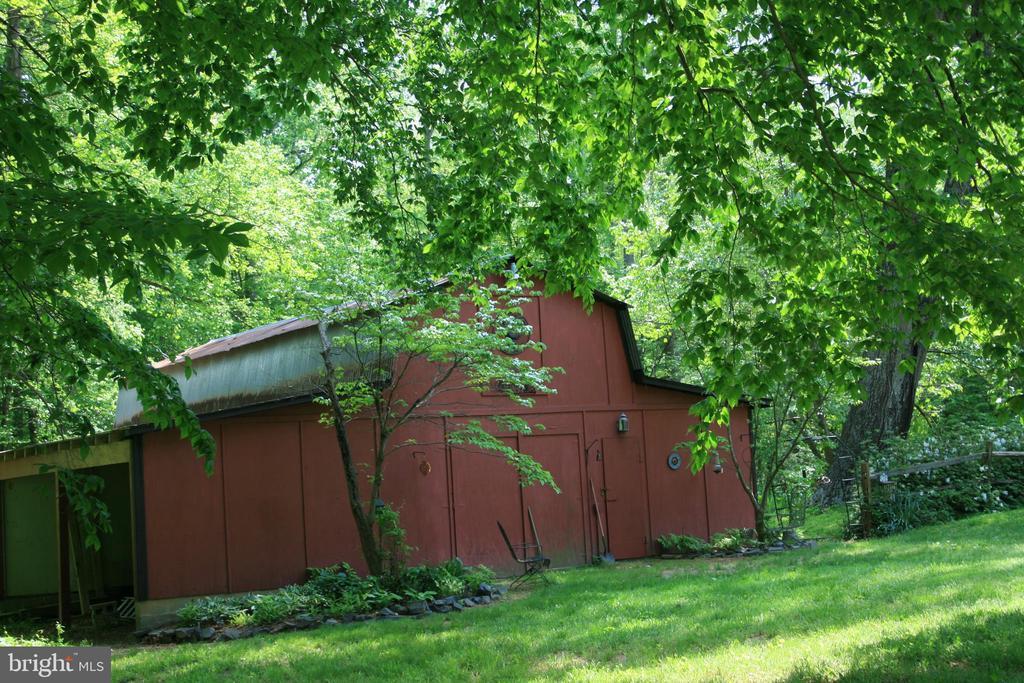 Barn - shed on side - 807 LEELAND RD, FREDERICKSBURG