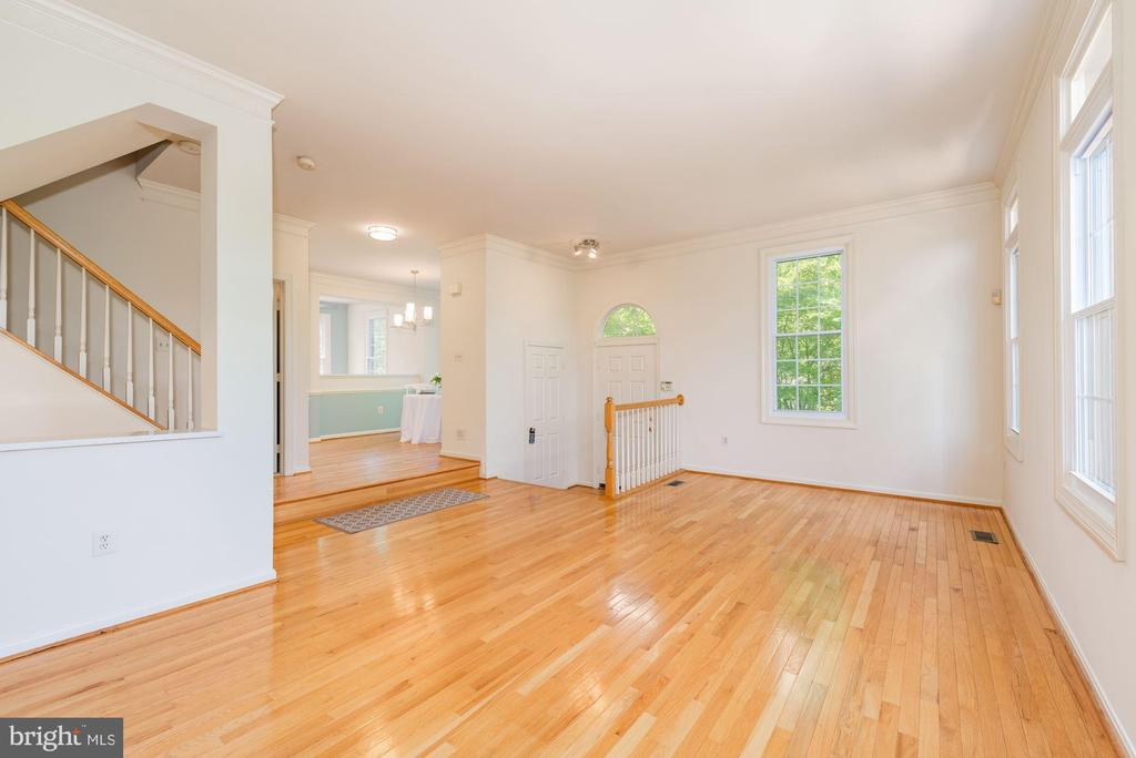 Open floorplan  10 ft + ceiings - 2200 JOURNET DR, DUNN LORING