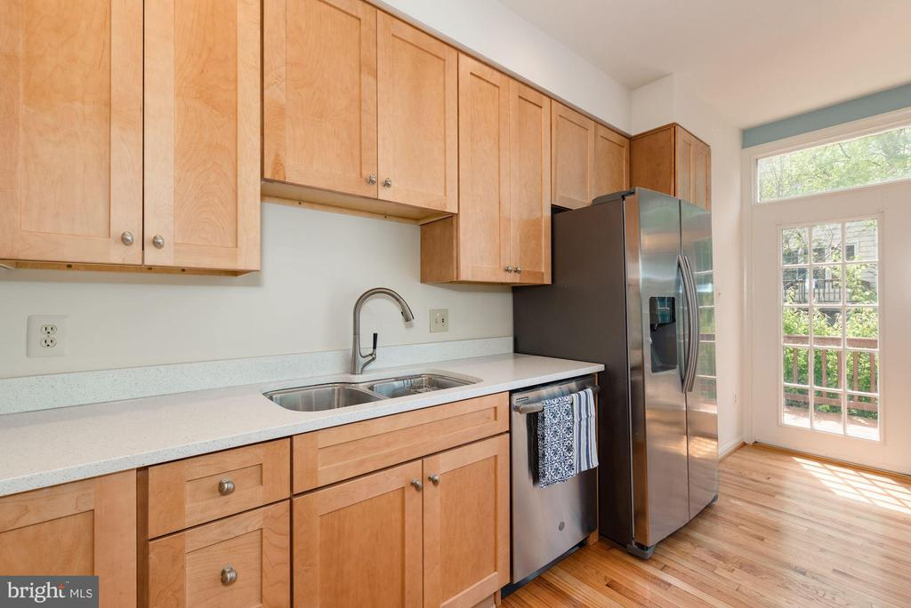 New cabinets and sparkling New Corian Counters - 2200 JOURNET DR, DUNN LORING