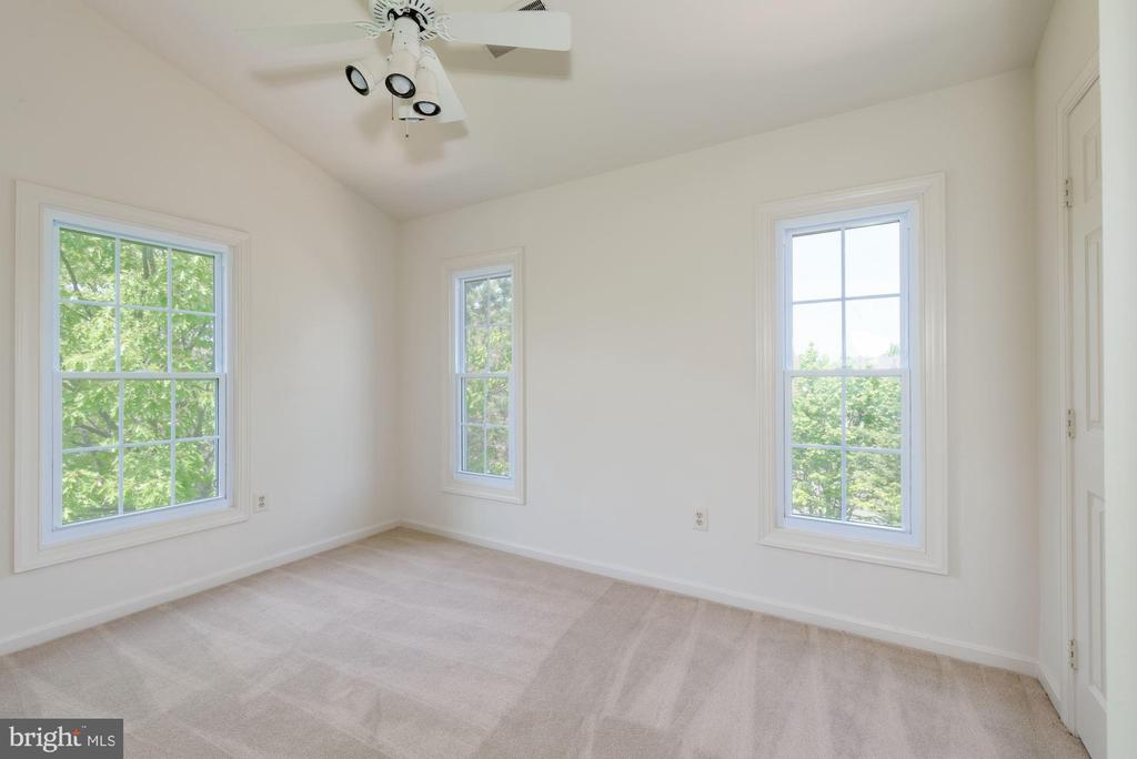 3rd Bed  Vaulted ceiling/ ceiling fan - 2200 JOURNET DR, DUNN LORING